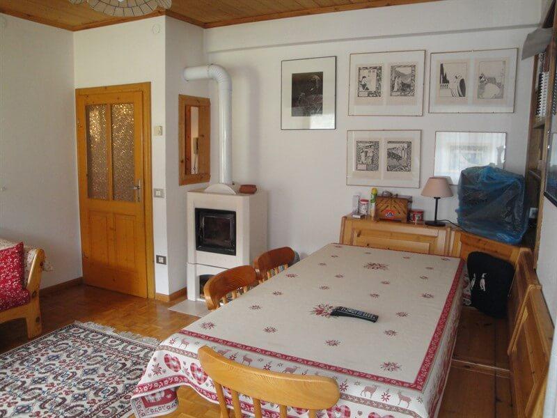 Casa indipendente in vendita Alta Valtellina - soggiorno con stufa