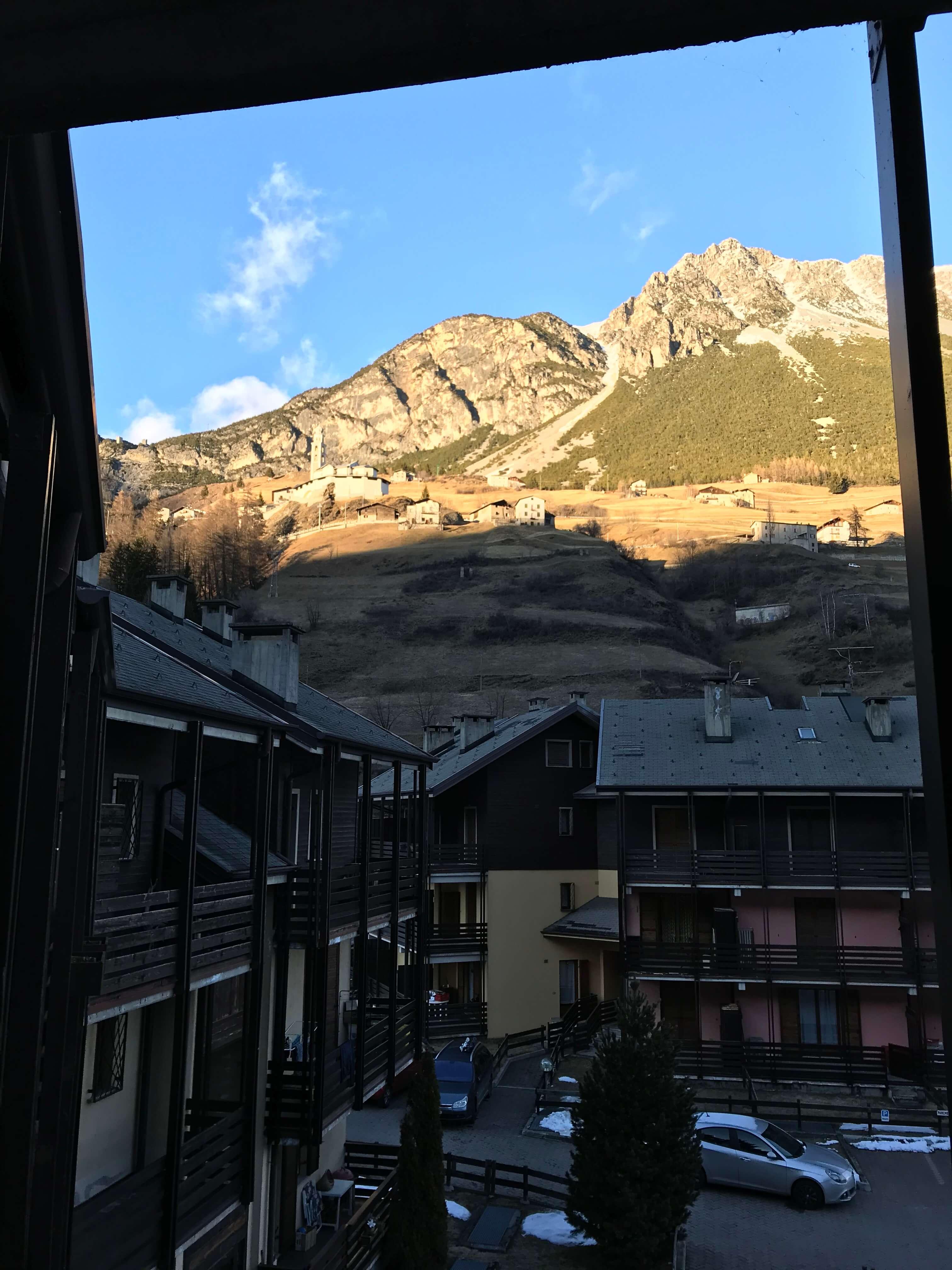 Immobiliare Abita condominio Capitel - Isolaccia monolocale in vendita vista dal balcone