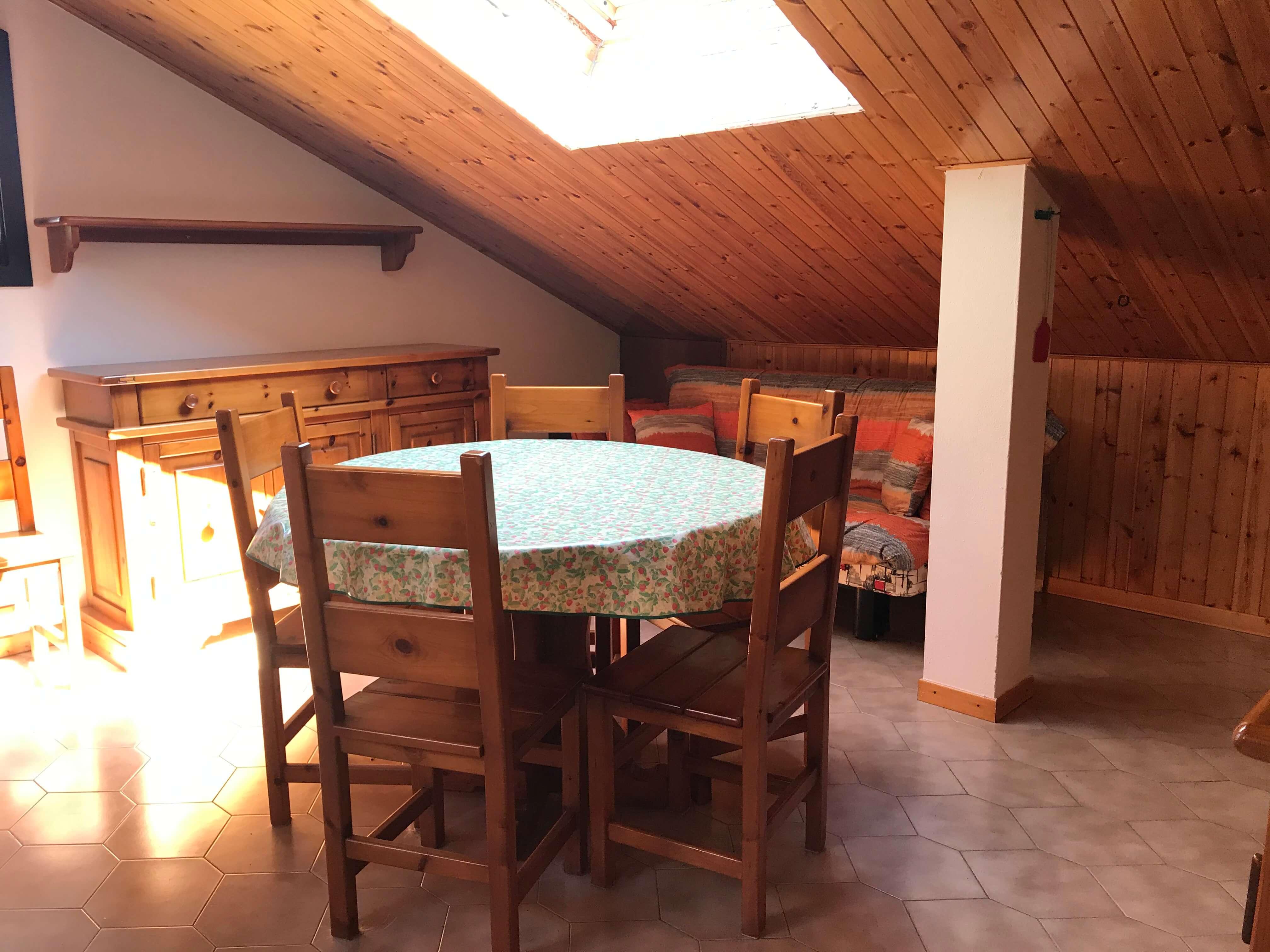 Immobiliare Abita mansarda bilocale in vendita - soggiorno tavolo da pranzo