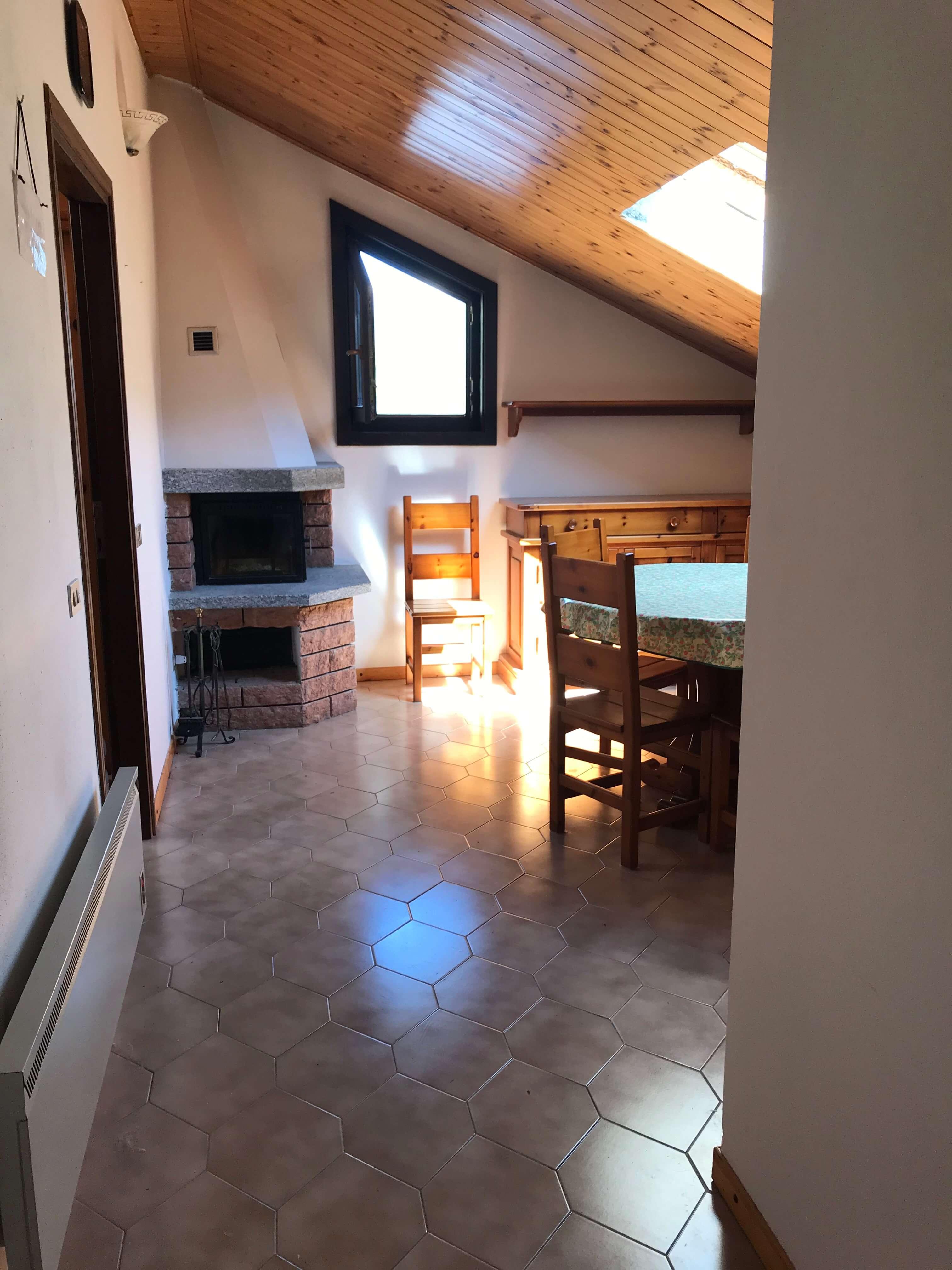 Immobiliare Abita bilocale mansardato in vendita con camino