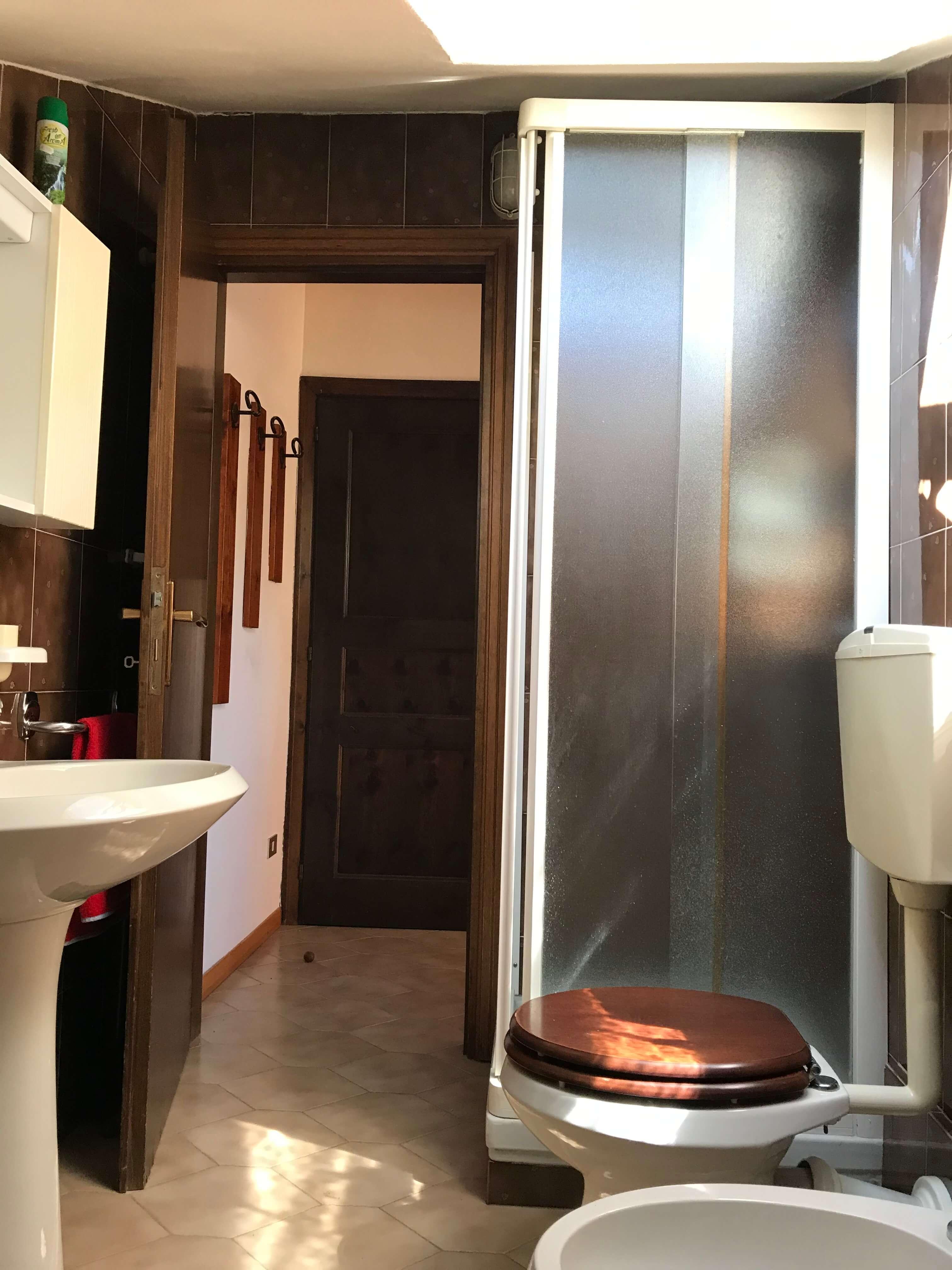 Immobiliare Abita mansarda bilocale in vendita - servizio con doccia