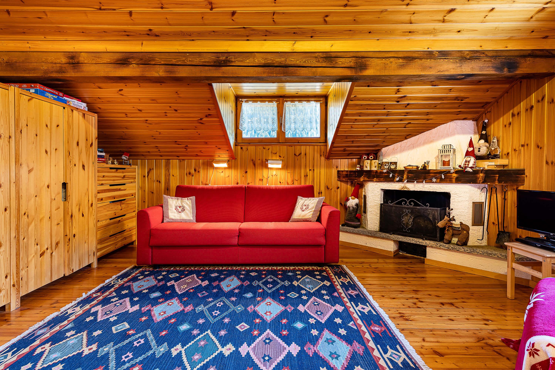 Immobiliare Abita - mansarda in vendita Isolaccia soggiorno con camino