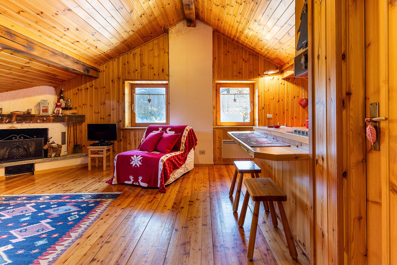 Immobiliare Abita - mansarda in vendita Isolaccia soggiorno - camino